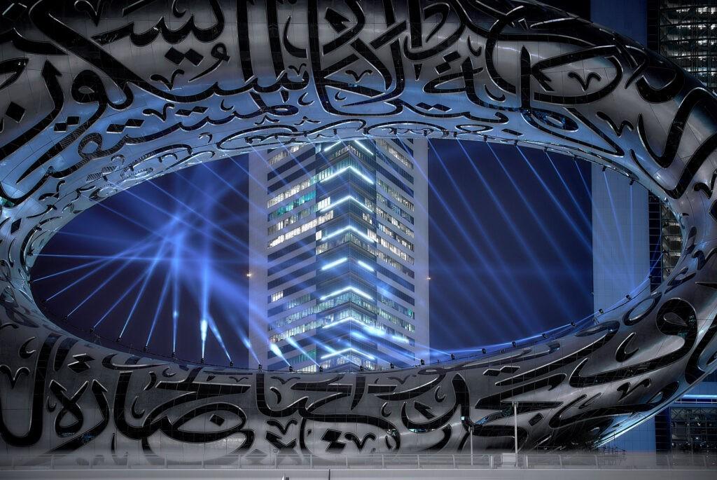 В Дубае завершается строительство Музея будущего, украшенного каллиграфией